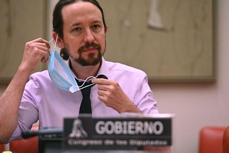 El secretario general de Podemos, Pablo Iglesias, se retira la...