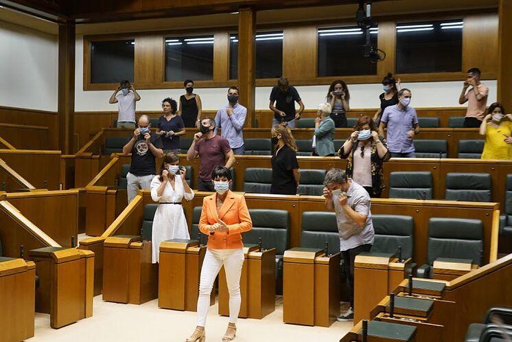 EH Bildu députés après s'être accrédités au Parlement.