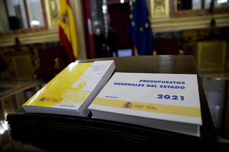 Madrid 28/10/2020 La ministre des Finances Maria Jesus Montero livre ...