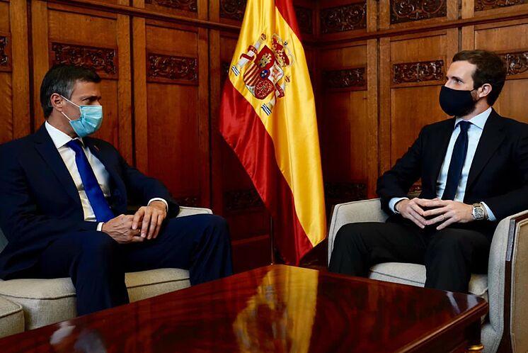 Le chef de l'opposition vénézuélienne Leopoldo López et le président du PP, ...