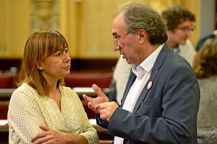 La présidente du gouvernement des Baléares Francina Armengol et le ministre de ...