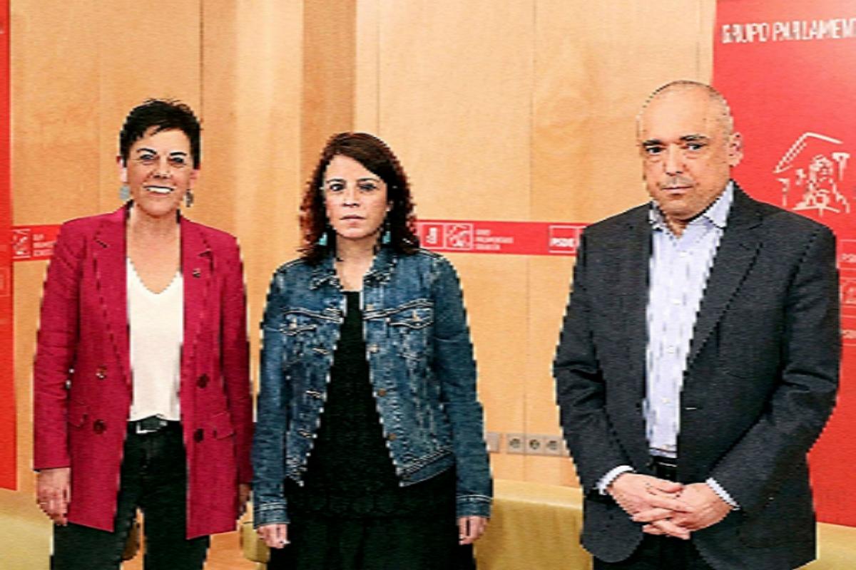 Les socialistes Lastra et Simancas, ainsi que le porte-parole de Bildu.