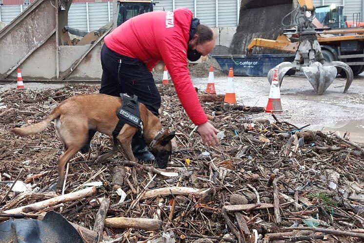 Un agent de l'unité canine ESCO