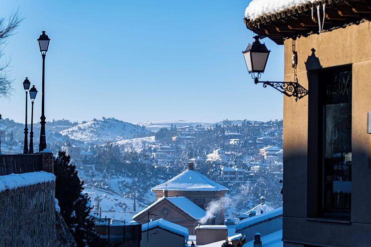 Détail de la neige accumulée, ce mardi, sur les toits de ...