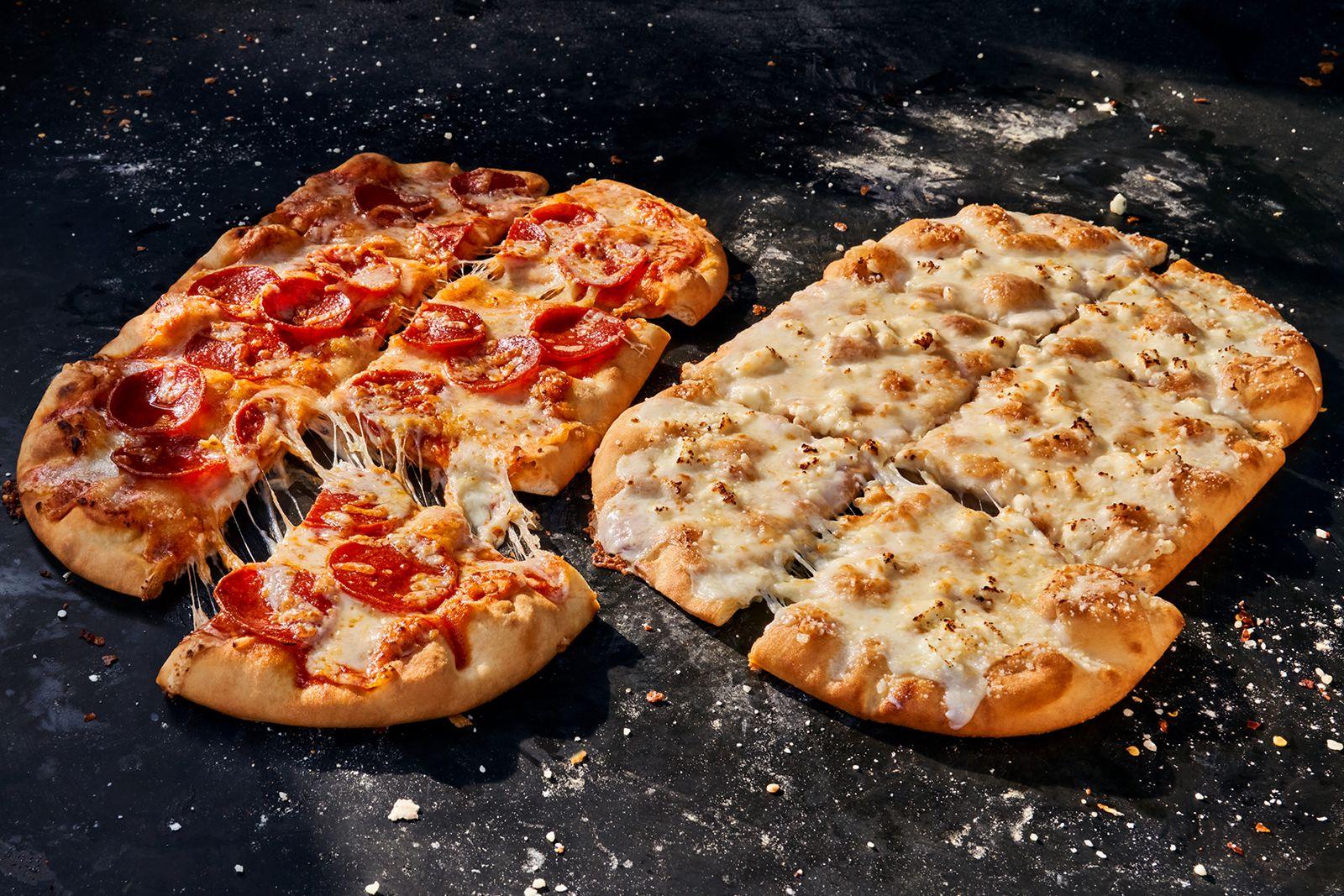 Pizzas Panera's New Pepperoni et Pain Plat aux Quatre Fromages