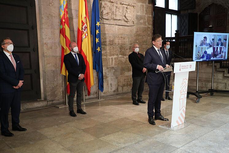 Le président Ximo Puig, au Palau de la Generalitat avec les maires et ...