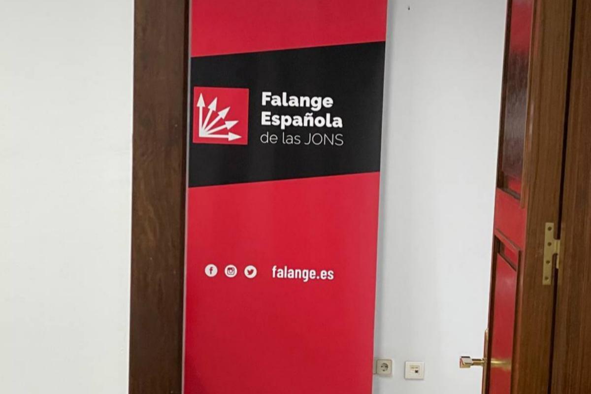 Le panneau Falange dans le bureau de Luz Belinda Rodrigue