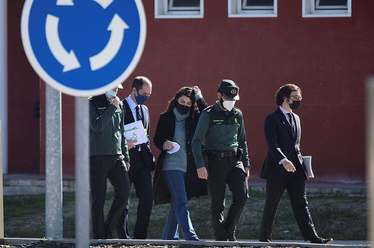 Le député de Vox Macarena Olona, quitte la prison