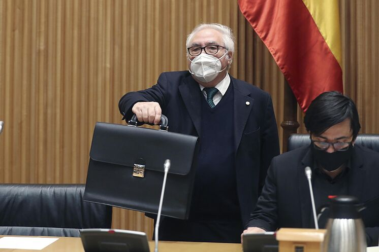 Le ministre Manuel Castells, jeudi au Congrès, avec ...