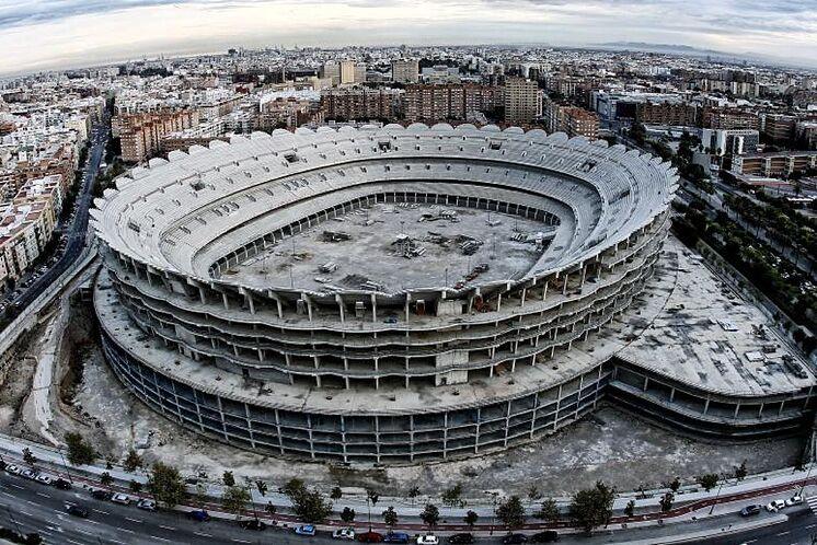 Vue sur le stade inachevé de Valence.