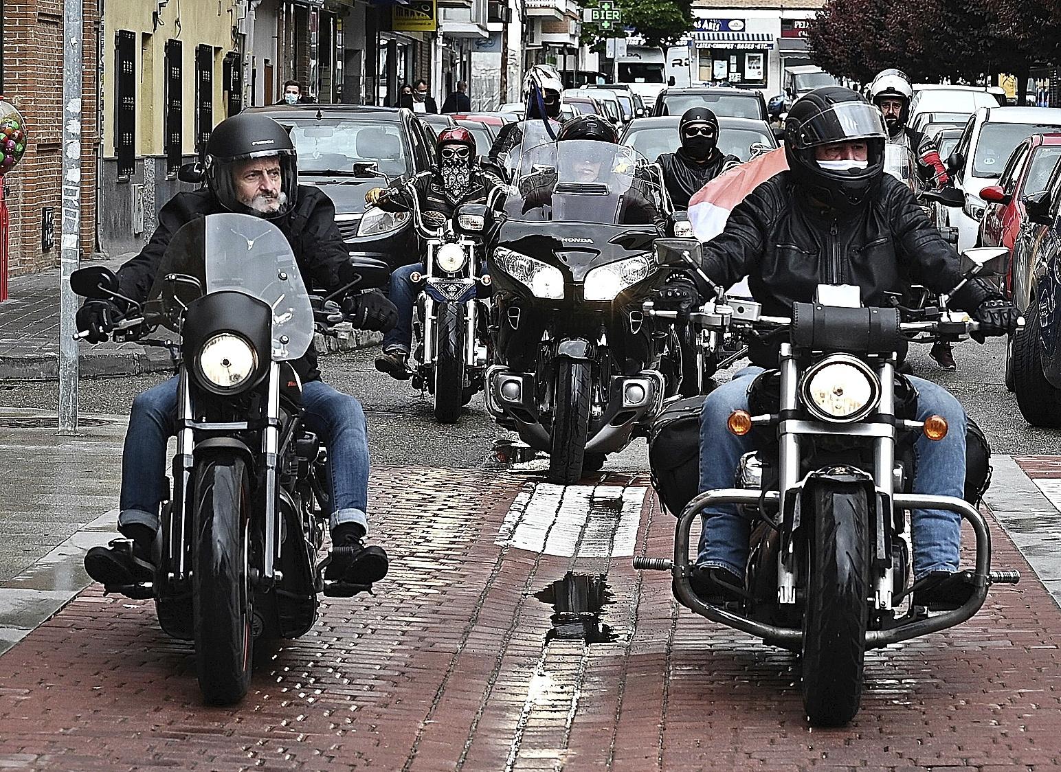 Edmundo Bal, hier sur sa moto à San Fernando de Henares.