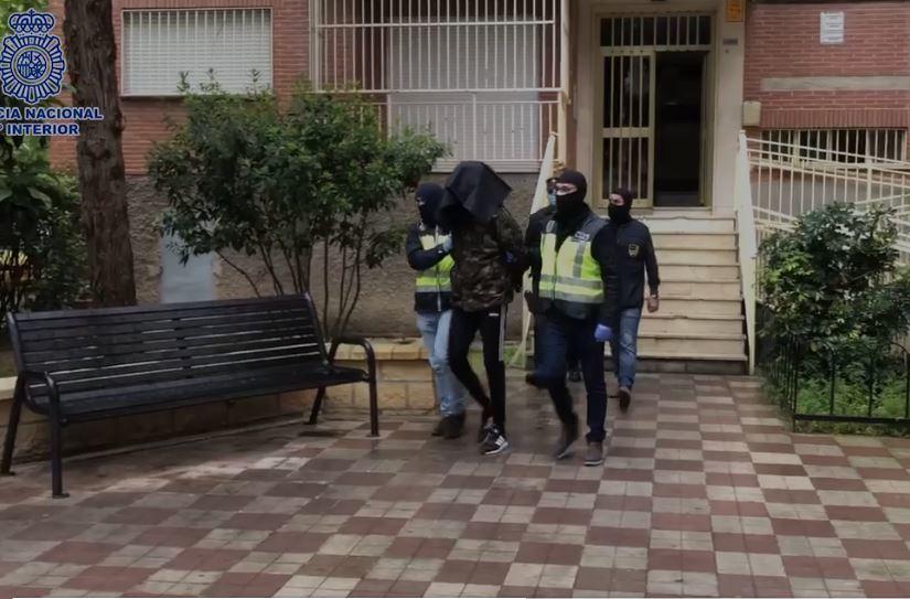 Plusieurs agents à la tête de l'un des trois arrêtés à Grenade.
