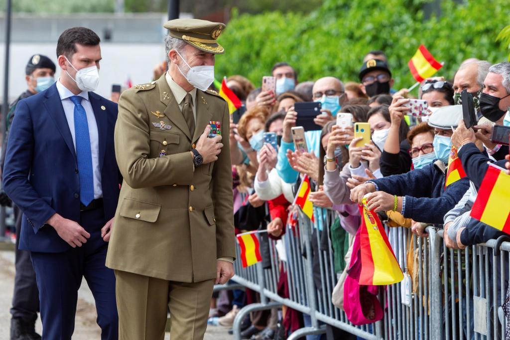 Le roi accueille les habitants de Valence de Alc