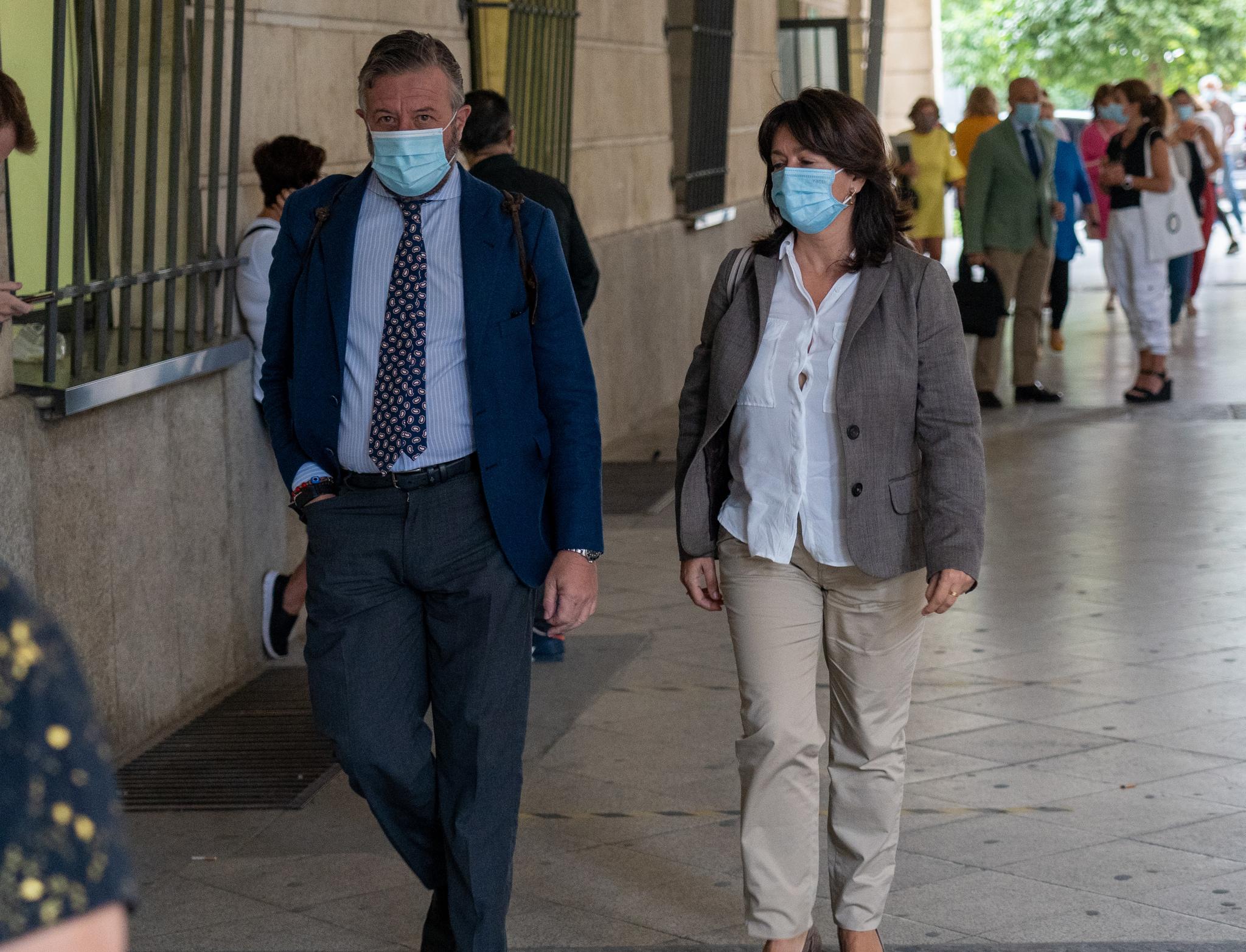 L'ancienne directrice de la Faffe, Anna Valls, devant les tribunaux de Séville après avoir témoigné devant le juge.