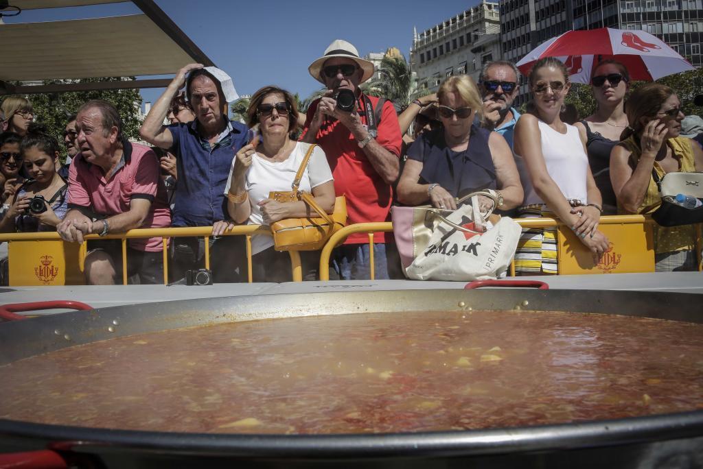 Paella géante d'un concours à Valence.