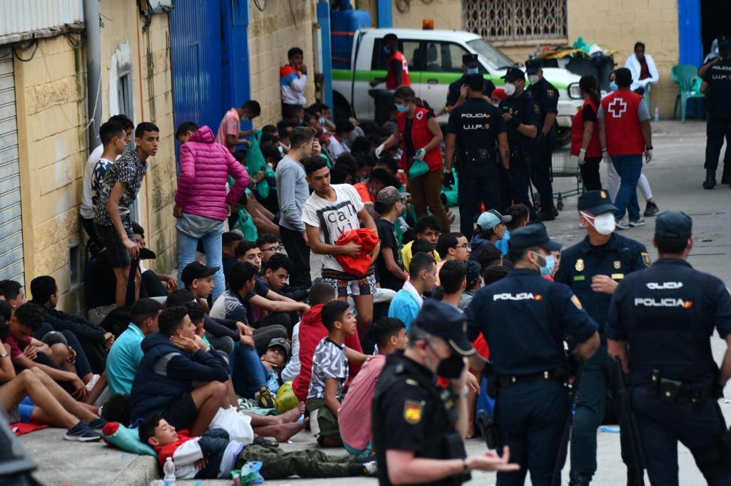 Un groupe de mineurs, après leur arrivée à Ceuta