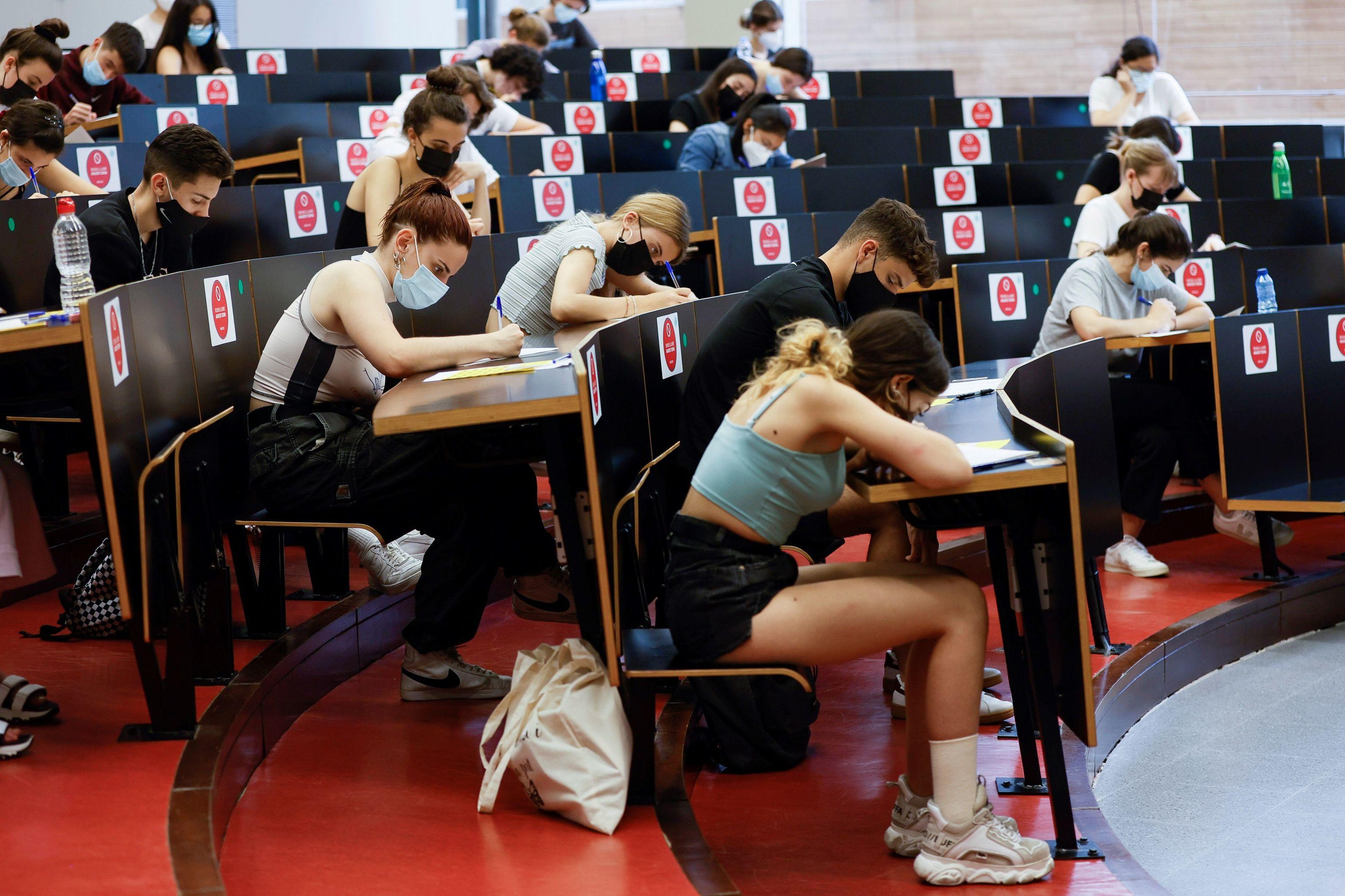 Étudiants passant un examen au Campus Ciutadella de l'Université Pompeu Fabra.