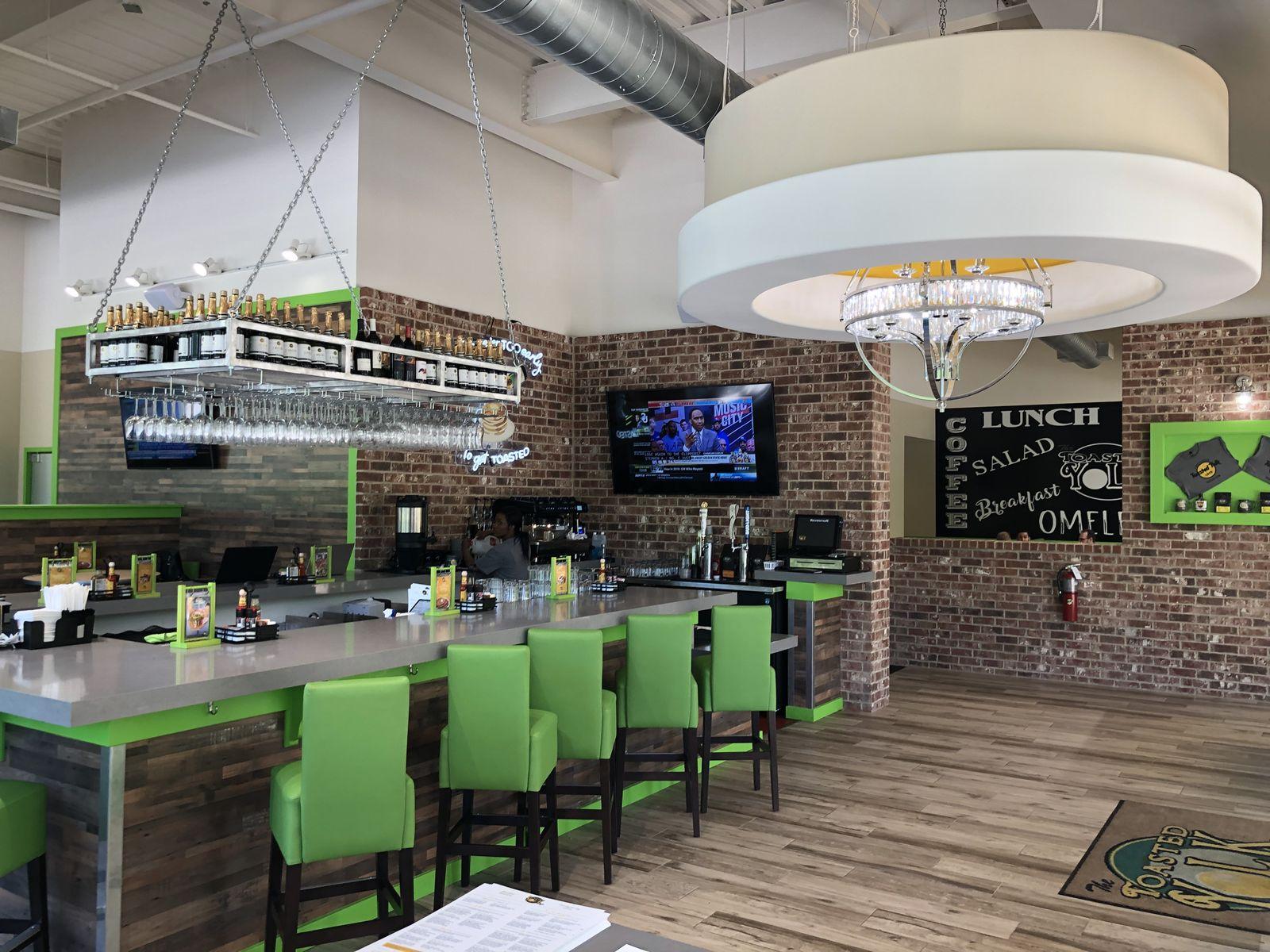 Toasted Yolk Cafe dépasse les objectifs de vente de franchise de mi-année, signe cinq nouveaux franchisés et poursuit son expansion dans le sud-est