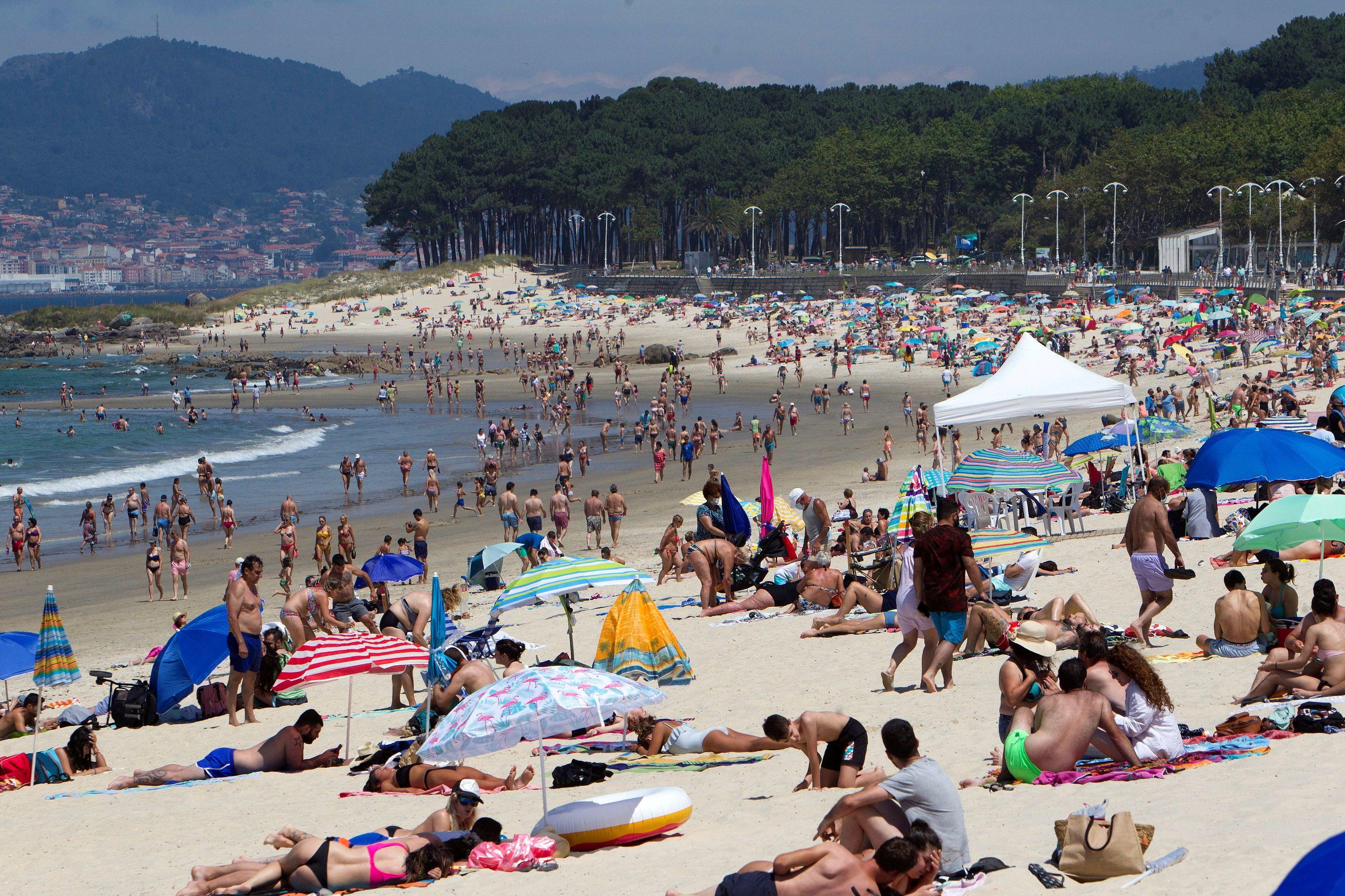 Vue générale de la plage de Samil à Vigo ce dimanche.
