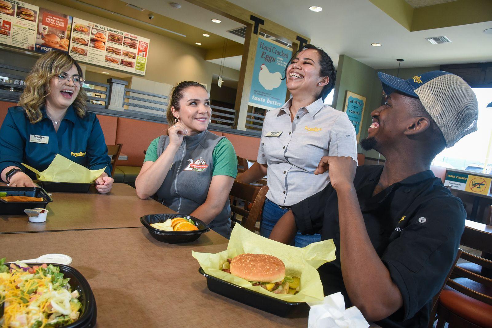 Farmer Boys augmentera le salaire minimum dans les restaurants appartenant à une entreprise californienne à 15 $