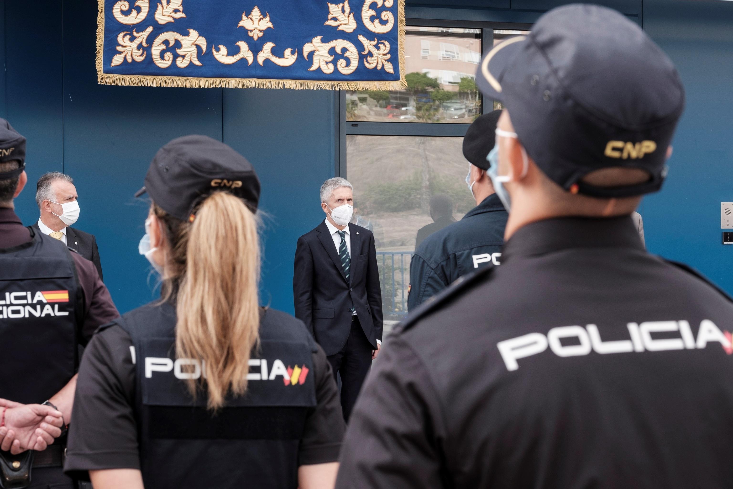 Le ministre de l'Intérieur, Fernando Grande-Marlaska, dans un acte avec la police à Las Palmas