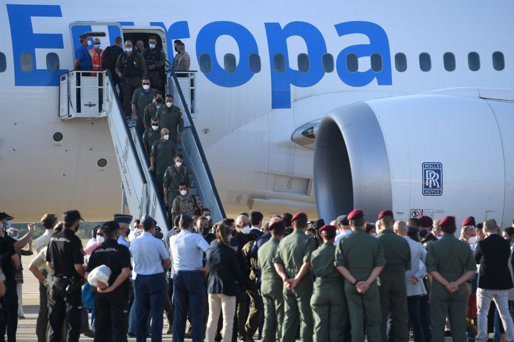 Départ de l'avion des derniers évacués par l'Espagne de Kaboul.