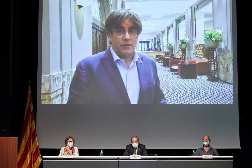 Carles Puigdemont, dans un acte d'hommage à Heribert Barrera.