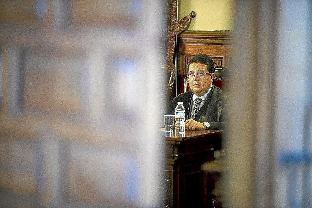 Le juge Francisco Serrano, lors du procès au siège de la TSJA à Grenade.