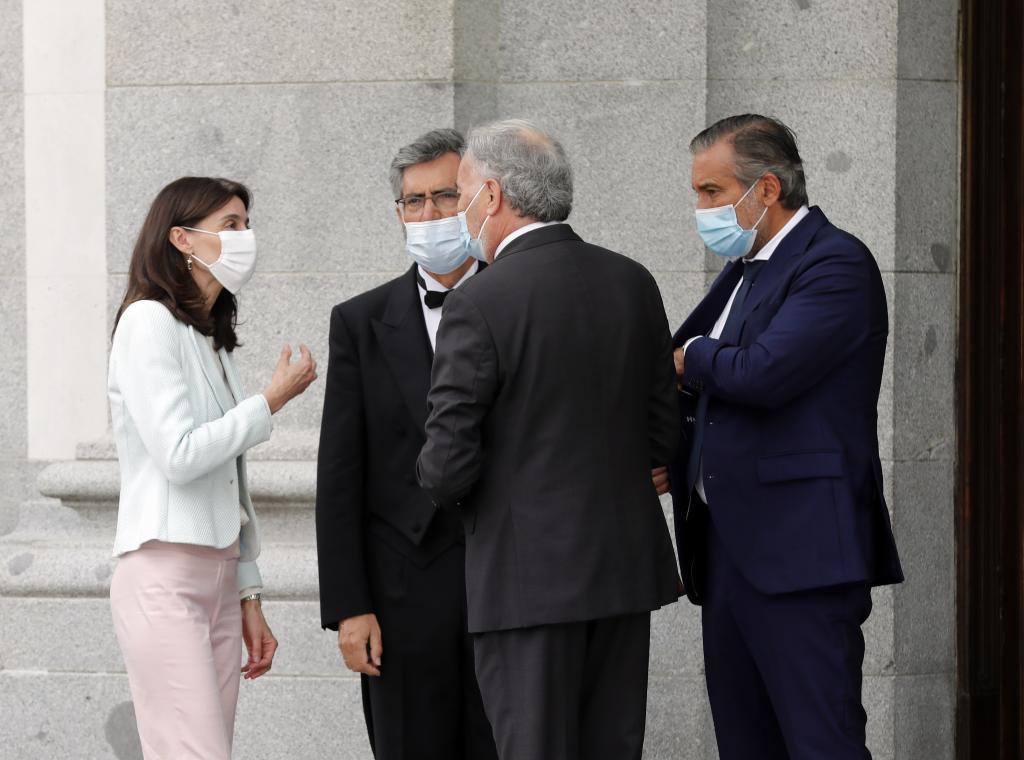 Le ministre de la Justice, Pilar Llop, s'entretient avec le chef de la justice du PP, Enrique L