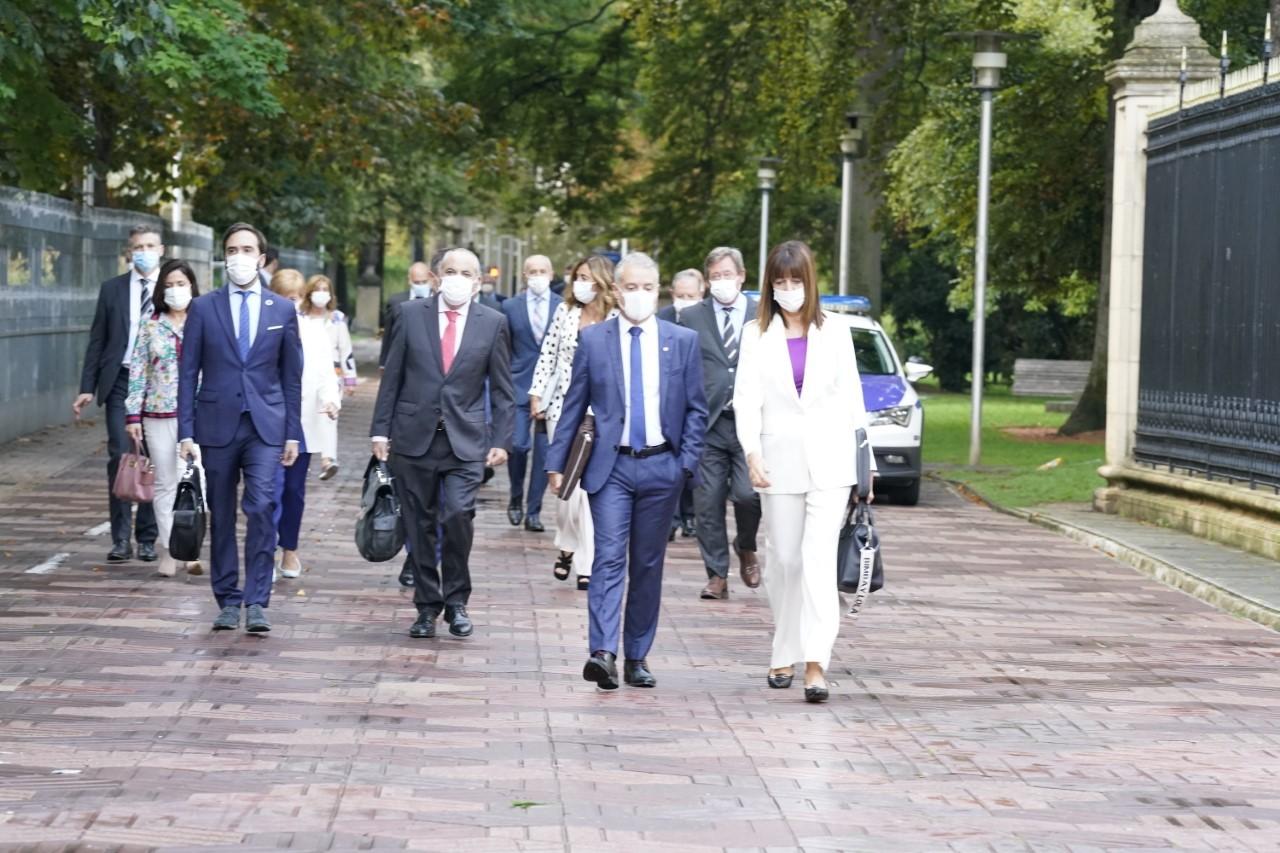 Urkullu accède au Parlement basque accompagné