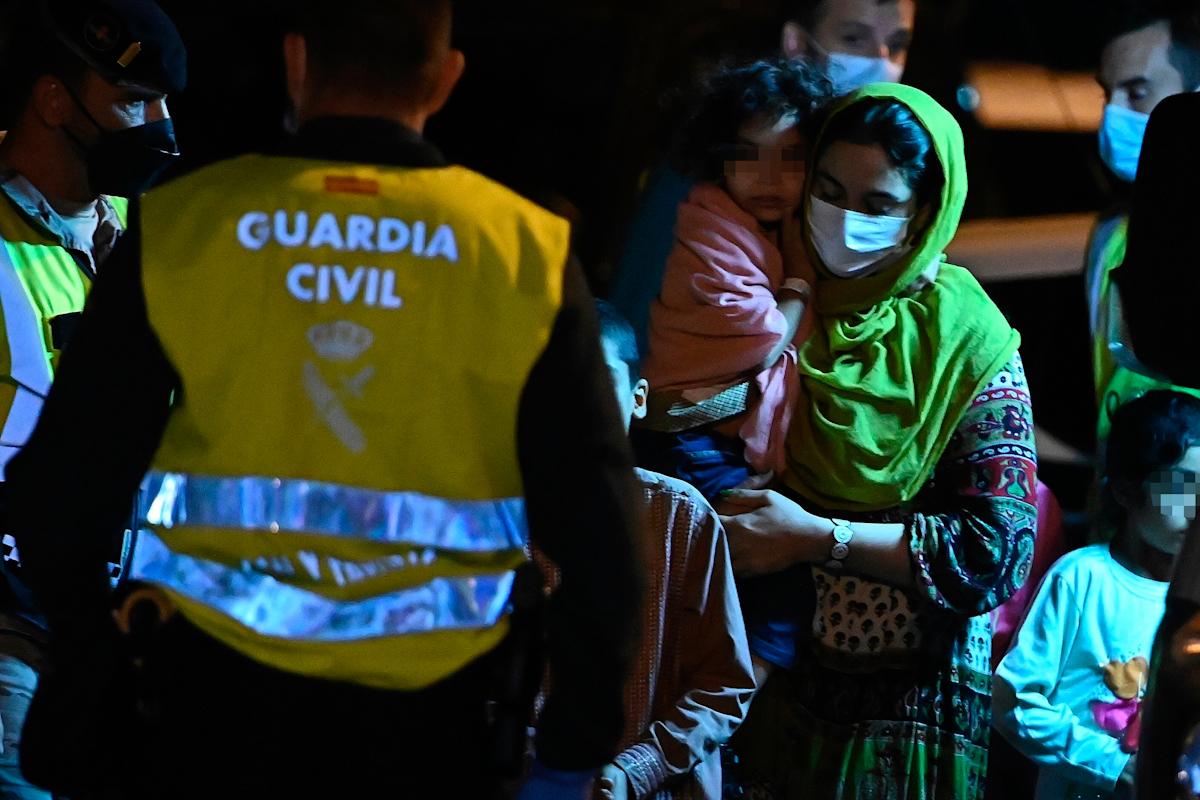 Plusieurs réfugiés après l'atterrissage à la base d'un